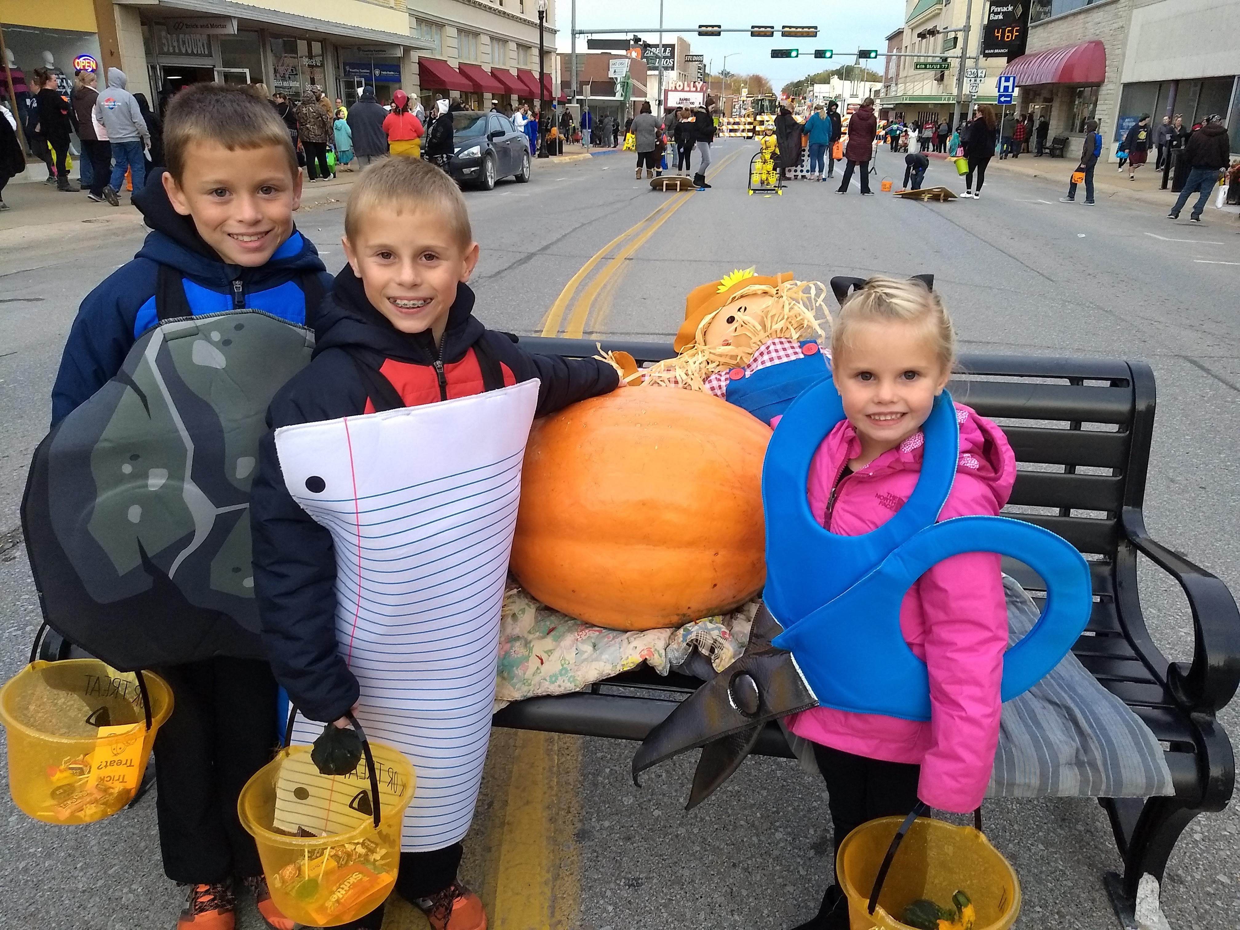 Night of the Great Pumpkin draws over 1,000 kids downtown